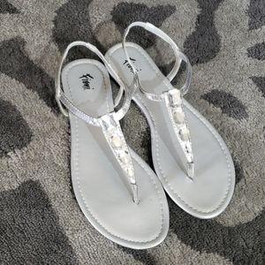 EUC Fioni Silver Sandal Bling Diamonds 7.5